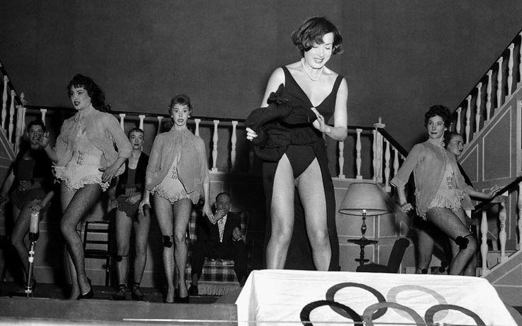 """Lauretta Masiero in Pietro Garinei and Sandro Giovannini's theatre musical comedy """"La padrona di Raggio di Luna"""" [Moonbeam's Mistress], 1956."""