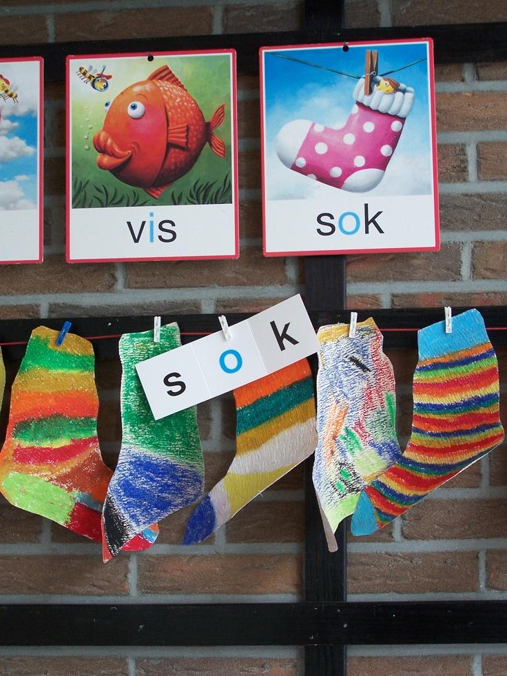 Kleuren met wasco op behangpapier:  verschillende sokken!