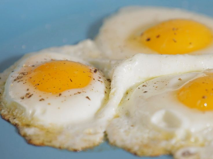 How-To: Fry Eggs : Learn how to make perfect fried eggs, sunny-side up and over easy, every time.