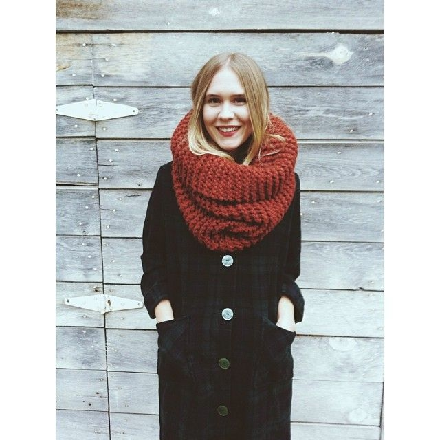 Tight Knit Cowl in Spice World ft. a darling, vintage Pendleton coat. What more does an outfit need for this holiday season? #elkco #spiceworld #knitwear #knitcowl #pendleton #holidaywear #ootd #winterscoming #bundleup #blonde