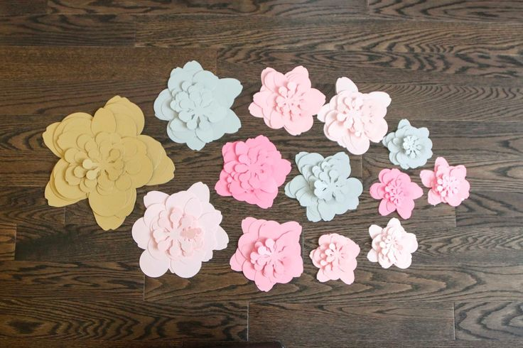 A super easy way to create your own 3D flower wall using the Silhouette CAMEO® and lots of paper!