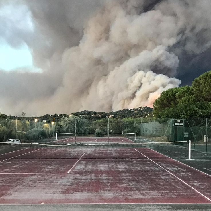 A forest fire burns by a tennis court in Bormes-les-Mimosas, southern France, on July 26, 2017. Over 10,000 people, including thousands of holidaymakers, were evacuated from campsites and homes in southern France as firefighters battled the latest in a string of huge blazes along the Mediterranean coast. ⠀ ⠀ Photograph by Marion Leflour (@marionleflour)—@afpphoto/@gettyimages
