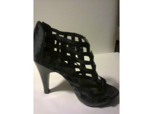 Sapato abotinado preto Fiori 36