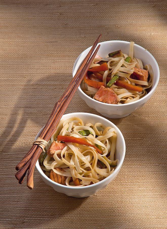 Γιαπωνέζικα μακαρόνια soba με σολομό
