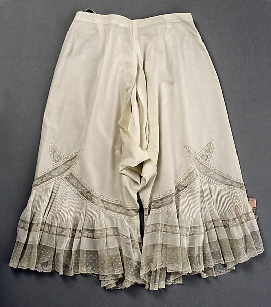 1899-1905 Underpants (Drawers). Very large visible slit can be seen in the middle of this pair as was typical for this type of garment at this time period. http://www.metmuseum.org/Collections/search-the-collections/80051721?rpp=60=2=drawers=Underwear=66#