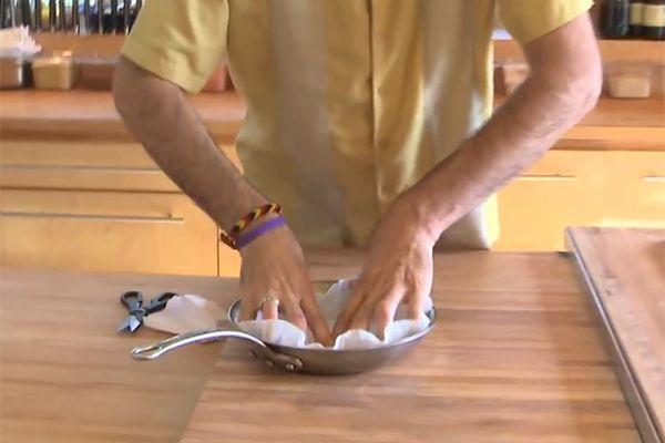 Hij legde stroken spek in een pan. Wanneer hij het resultaat omkeerde kreeg ik spontaan HONGER!