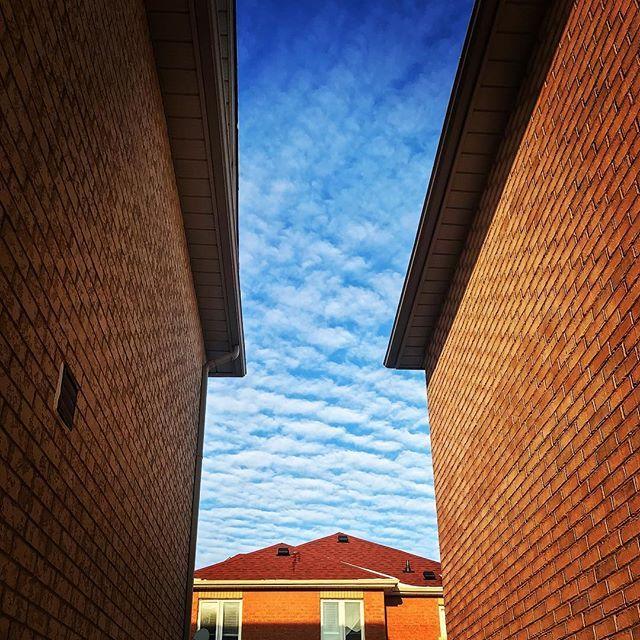 #suburbs #sky #clouds #buildings #houses #iphone7plus #iphonephoto #iphonephotography #sauravphoto