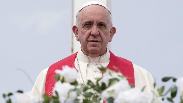 El papa Francisco instó a sembrar reconciliación en su ultima homilia antes de abandonar hoy Cuba y dijo en una misa en el santuario de la patrona de la isla que la Iglesia quiere tender puentes y romper muros. Setiembre 22, 2015.