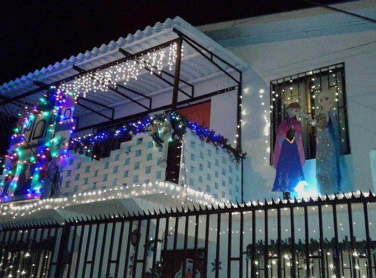 Casa Frozen, Navidad 2016. #frozen #disney #casafrozen #frozenhouse #frozenhaus #casa #house #haus #feliznavidad #froheweihnachten #merrychristmas #navidad #weihnachten #christmas #arendelle #elsa #anna #olaf #libresoy #vallenar #regióndeatacama #regiondeatacama #chile #turismo #tourismus #tourism #旅游 #instachile #deco #design