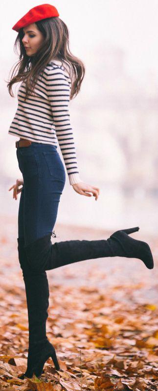 Skinny jeans a vita alta (H&M), cuissards neri, maglioncino a righe (H&M) o nero melangiato (H&M), baschetto rosso (Tiger).
