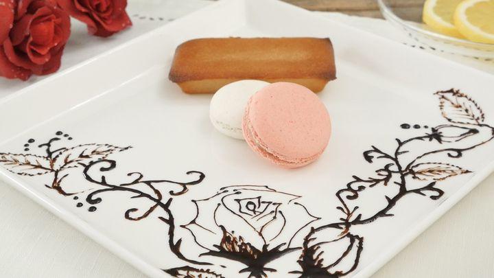 デザートプレートが華やかになる本格チョコペンアート 花の描き方 のコツの5番目の画像 チョコ デザートプレート デザート