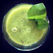 Зеленый смузи с ананасом
