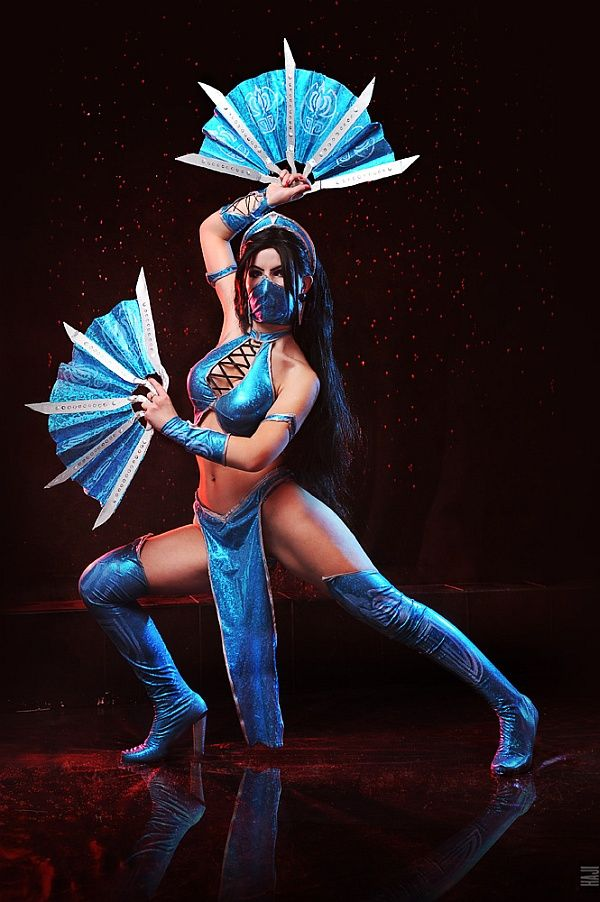 Gorgeous Kitana (Mortal Kombat) Cosplay [Pic]