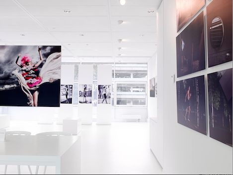 SCHIPHOL CBD * THE WHITE ROOM *    A temporary expo space for photography and meetings in The Base offices
