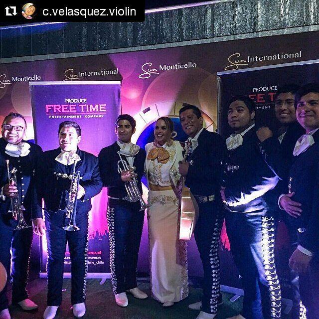 "lucerofansecuador: ""#Repost @c.velasquez.violin with @repostapp  @luceromexico  con ella luego del concierto #LuEnChile #lucerofanstj #luceromexico #mariachicalicanto #mariachi #mariachis #mexico #chile#santiago #violin #violines #violinist  #music #musica #musico #instagram #iphone6plus"""