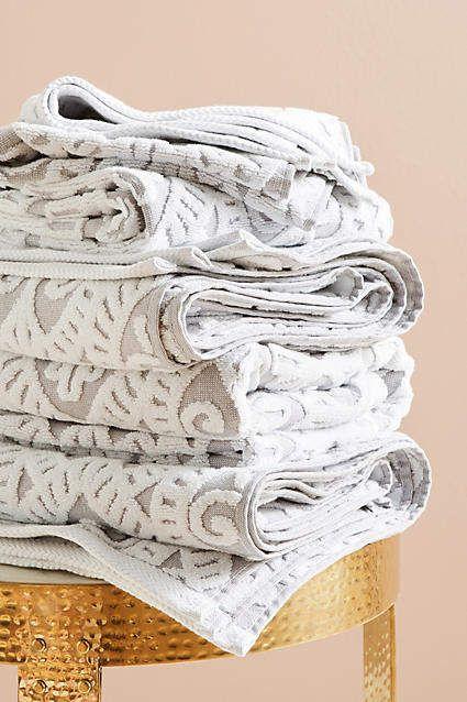 I love these damask gray and cream bath towels. Sooo beautiful.