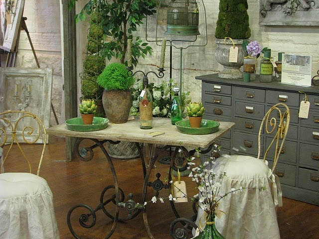 Lovinu0027 This One, Such A Garden Scene Pastry Table