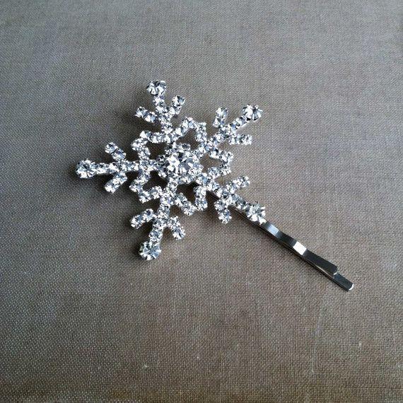 Een sneeuwvlok voor in je haar tijdens je winter bruiloft. Inspiratie #TrouwPartners