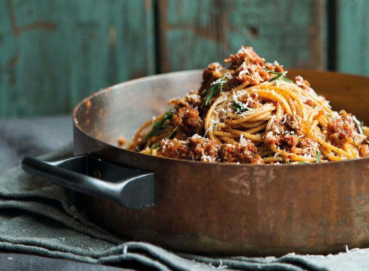 Speltspaghetti met worst en porcini on De Smaak van Italië https://www.desmaakvanitalie.nl