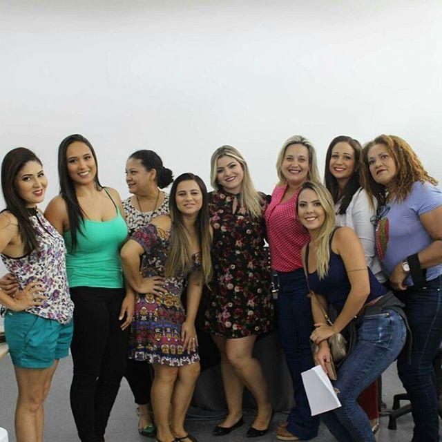 Algumas fotos do curso que ministrei na sede da Eudora em Brasília sábado. Foi uma manhã deliciosa e de muito aprendizado! Amei conhecer cada uma de vocês meninas, obrigada por depositarem tanta confiança em mim e no meu trabalho. Até logo! ��������(��: @gableaof) . . . . . . . . #Eudora #EudoraBrasília #EudoraDiva #automaquiagem #makeupartist #makeupdone #makeup #glitter #urbandecay #maccosmetics #marykay #lauramercier #anastasia #atelierparis #coastalscents #maquiadoresbrasilia…