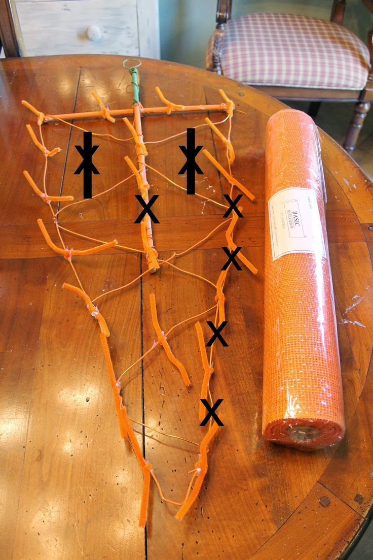Back at a family gathering atChristmas, one ofmy   daughters-in-law, Karen, showed me a picture of a deco-mesh   carrot door hangi...