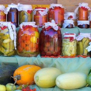 Conservarea de alimente sănătoase este o artă. Oricum ați privi-o, este bine de știut că procedurile cele mai recomandate pentru conserve sunt și cele mai simple. Aflați în rândurile de mai jos de ce.