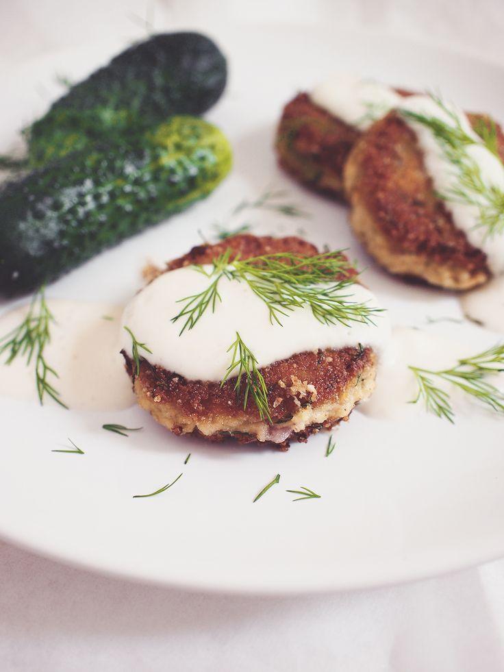Egg-less tofu burger & sour cream sauce / vegan
