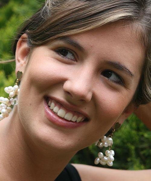 #felicidad #aretes #blancos #largos #Elena Urrutia