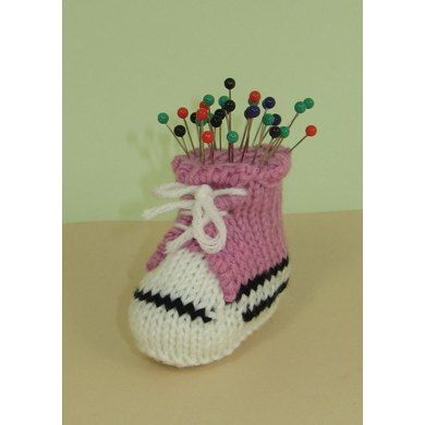 This is my FREE Converse Pin Cushion knitting pattern. This is your opportunity to try one of my madmonkeyknits knitting patterns for FREE and see just how good they are and what you've been missing. The knitting pattern is really easy to follow and there are lots of step by step photos to help you with the makeup. This fabulous little basket ball boot pin cushion is quick and easy to make,mine took just an hour. It uses only 10 g of yarn so costs virtually nothing to make. Its worked flat…