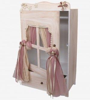 Τα πάντα γύρω από τα κουτιά βάπτισης! Βρείτε βαπτιστικές τσάντες σε μοναδικές ευκαιρίες και τεράστια ποικιλία! Διαλέξτε ανάμεσα σε ξύλινα κουτιά, ξύλινες κατασκευές για κορίτσι, υφασμάτινες τσάντες και βαλίτσες από δερματίνη! Για παραγγελίες άνω των 50€ έχετε δωρεάν τα μεταφορικά για ό,που κι αν βρίσκεστε στην Ελλάδα!