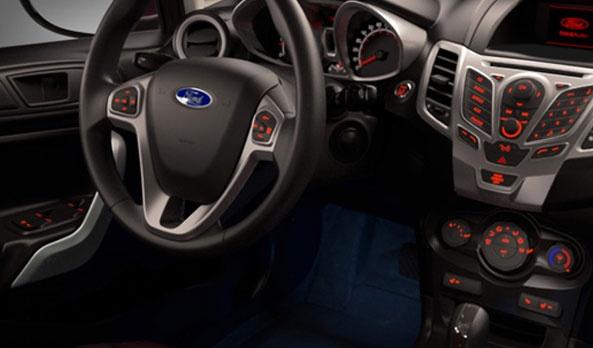 La seguridad de conductor y pasajeros en el Fiesta 2013 es crucial, tiene disponibles 7 bolsas de aire: 2 frontales, 2 laterales, 2 de cortina y 1 de rodilla para el conductor (única en el segmento). Así como pretensores en los cinturones de seguridad, que te mantienen ajustado al asiento en caso de colisión. #FordFiesta2013