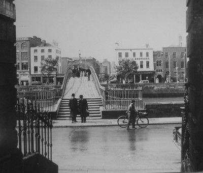 Lovely old photo of Ha'lfpenny Bridge, Dublin.