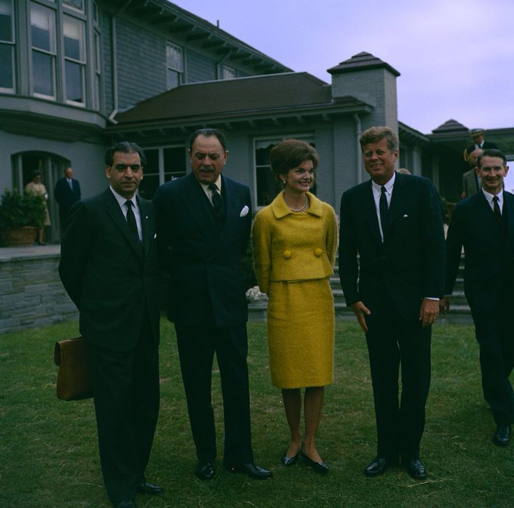 1962. 24 Septembre. By Robert L. KNUDSEN. KN-C24226. President John F. Kennedy and First Lady Jacqueline Kennedy with President of Pakistan, Muhammad Ayub Khan, at Hammersmith Farm