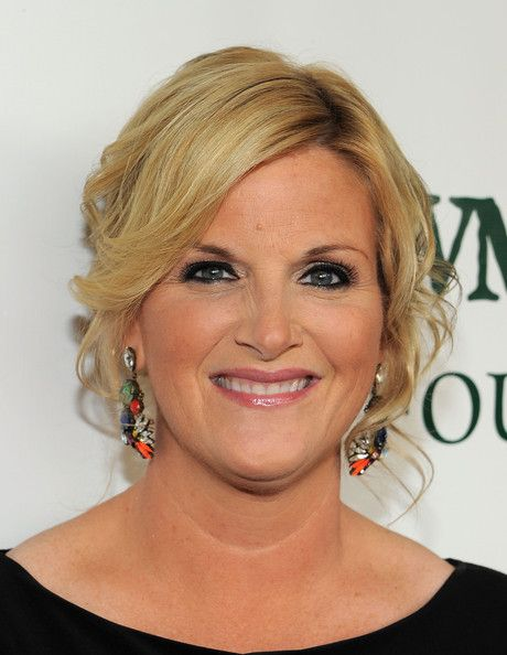 Trisha Yearwood Photos - Singer Trisha Yearwood attends a Celebration of Paul Newman's Dream to Benefit the SeriousFun Children's Network at Avery Fisher Hall, Lincoln Center on April 2, 2012 in New York City. - A Celebration Of Paul Newman's Dream To Benefit The SeriousFun Children's Network - Arrivals