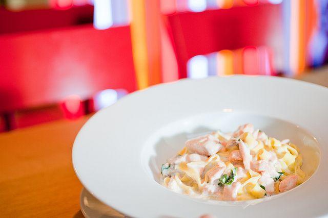 Losos ve smetanové omáčce a domácí #tagliatelle / Salmon in cream sauce and homemade tagliatelle  // www.bistrofranz.cz