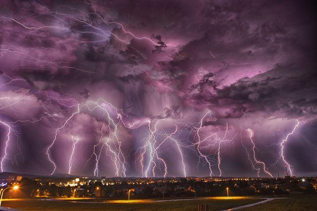 Časozberná fotografia búrky v Martine zožala obrovský úspech.