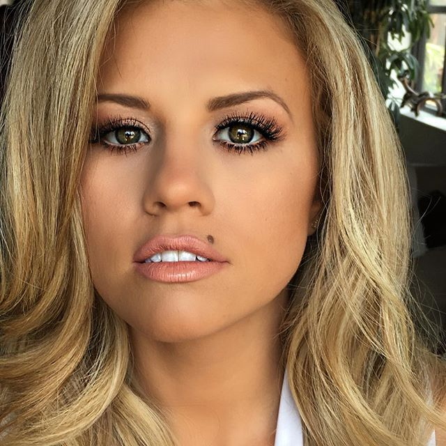 If you guessed the lips in the previous pic belonged to this Bamma beauty you were right! Watch @missalusa #peyton Brown compete live on fox June 5 for the coveted title of #missusa #makeupbyme #TPFCOSMETICS.com THE OFFICIAL COSMETICS SPONSOR FOR THE 2016 #MISSUSA #PAGEANT#pageantmakeup #missusa2016 #tpfmissusa #blonde #greeneyes #greeneyedgirl #beautymark #lips #theperfectface #danielledoyle