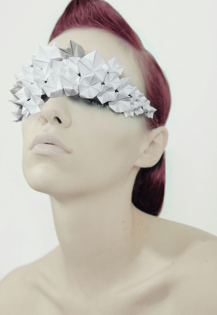 Shooting Paper Drops, mascherina in tesuto Jacroki origami design by Elena Salmistraro