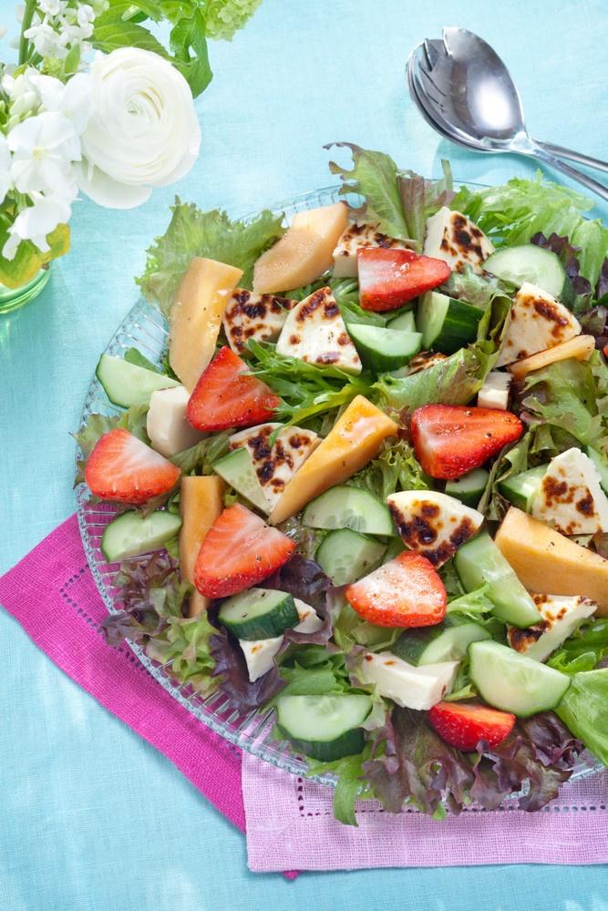 Juustoleipä-melonisalaatti | Kodin juhlat | Pirkka