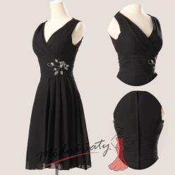 Plesové černé šaty s výstřihem do V