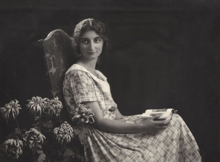Suzanne Spaak, France - The mother of two who left the comfort of her upper-class home in Paris to join the Underground and rescue Jews. #WomensDay #wmnhist