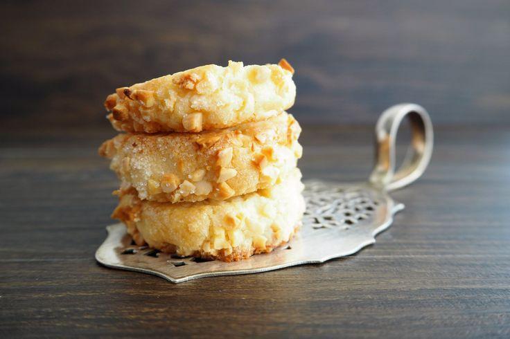 Friesenkekse… Alleine, wenn ich das Wort schon höre, läuft mir das Wasser im Mund zusammen. Vor einigen Jahren habe ich dieses Rezept bei Chefkoch entdeckt und seitdem sehr häufig nachgebacke…