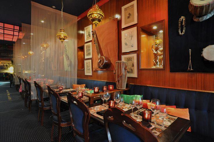 Shirine BANDALI a créé le restaurant « Au Palais des Indes » pour faire plaisir à ses nombreux amis qu'elle accueillait alors chaque mois dans sa demeure et leur faisait goûter les spécialités qu'elle concoctait amoureusement dans sa cuisine. Unanimement ses amis lui ont suggéré de créer un restaurant indien à Bruxelles et pourquoi pas…