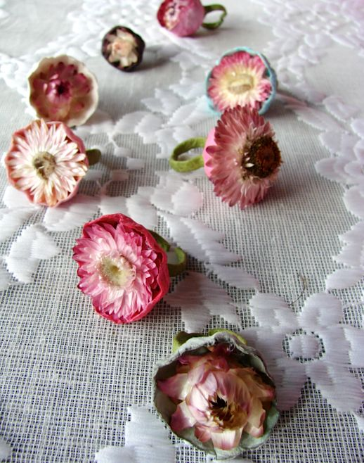 matrimonio-boho chic-green-accessori -anelli-carta -fiori secchi-hippie