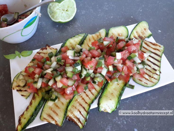 Een lekker makkelijke salsa van tomaat, paprika, komkommer en bosui. Ideaal bijgerecht geschikt bij van alles en nog wat, ook lekker om mee te nemen.