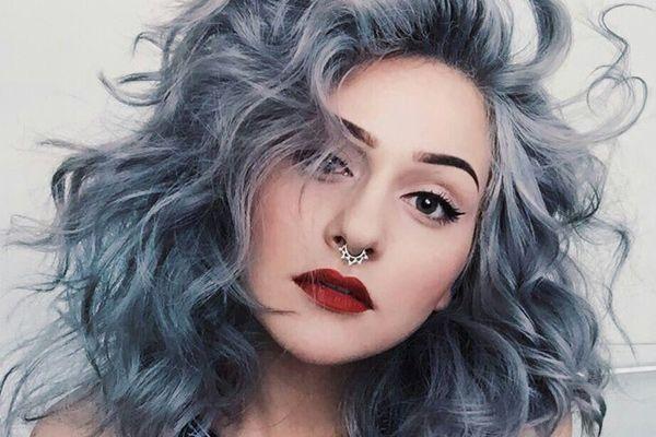 Cabelo cinza azulado