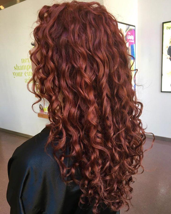 Cabelo vermelho escuro: 50 ideias dessa cor quente para te inspirar   Cor de cabelo ruivo, Cabelo longo, Cabelo