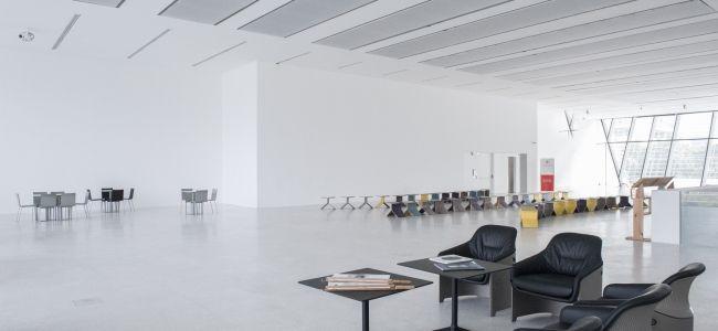 Al Museion di Bolzano si possono usare spazi museali di pregio senza biglietto, con wifi gratuito e senza password.  http://www.museion.it/?p=19509  Museion, Bolzano, Trentino - Alto Adige