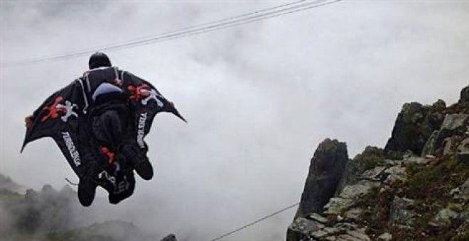 Dağın tepesinden ölüme atladı| Birleşik Basın  #alpler #avustralyalı #duncan #isviçre #skydiving #video #extreme