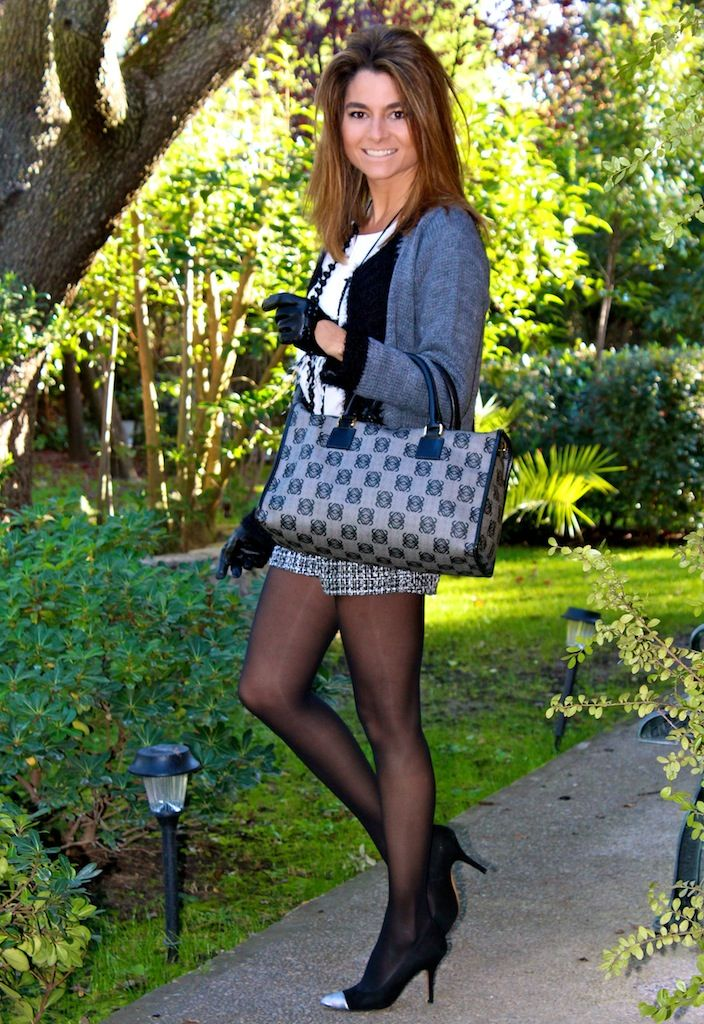 Fashion and Style Blog / Blog de Moda . Post: Black and grey jacket / Chaqueta en gris y negro .More pictures on/ Más fotos en : http://www.ohmylooks.com/?p=25622 .Llevo/I wear: Jacket / Chaqueta : Limoneta (New collection) ; Shorts : Oh My Looks Shop (old) ; Necklace : Fahoma (old) ; Bag / Bolso : Loewe ; Shoes : Pilar Burgos (New collection).